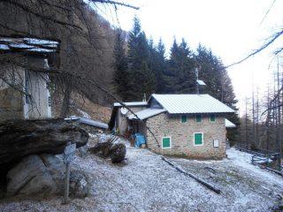 01 - al mattino c'è una spolverata di 1 cm di neve a partire dal rifugio Valgravio