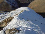 La cresta con in fondo il piccolo plateau a meta' percorso.