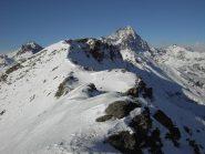 La cresta con al centro il Monte Roccenie'(2579).