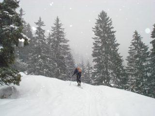 Barbara sale sotto una fitta nevicata
