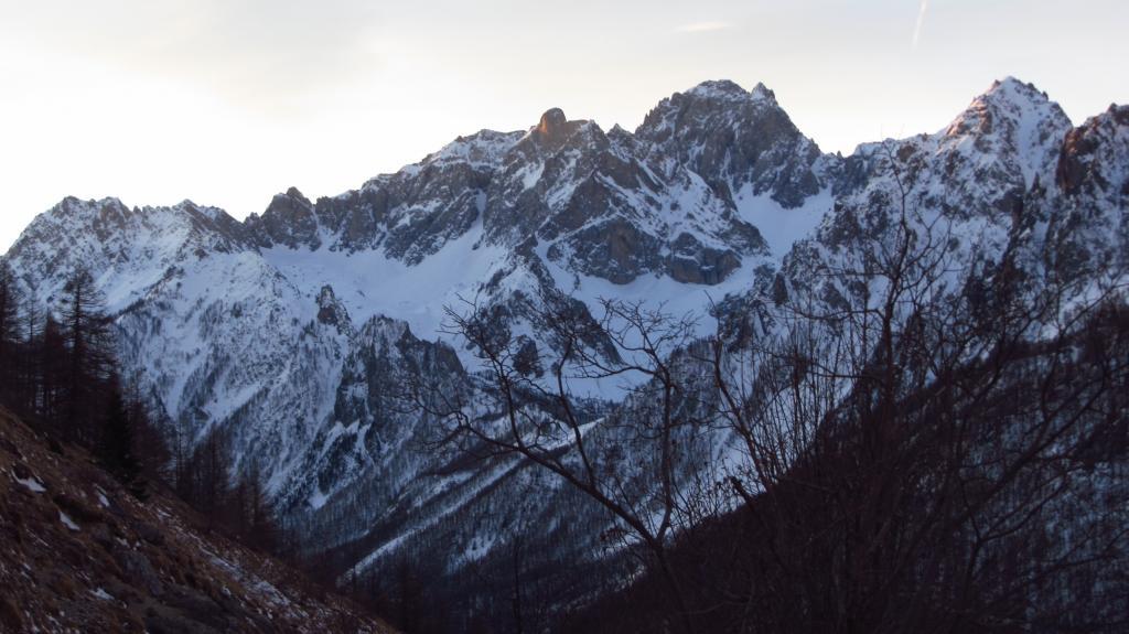 il Gruppo dell'Oronaye chiude l'orrizzonte a valle (7-1-2012)