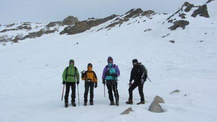 Andrea, Manuela, Luciano e Maria Carla alla base del pendio-canale (7-1-2012)