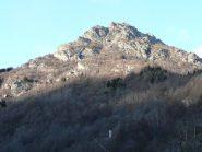 Dal bosco emerge il campanile del Foet