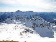 In primo piano Punta Valnera a sinistra e Monte Bieteron a destra, visti dalla cresta della Valfredda