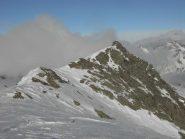 Anticima e cima dalla cresta SE,al centro il pendio di salita/discesa.