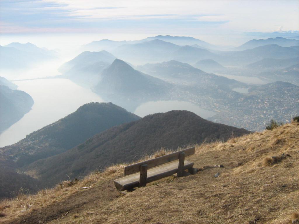 Dalla vetta del Monte Boglia verso il Lago di Lugano