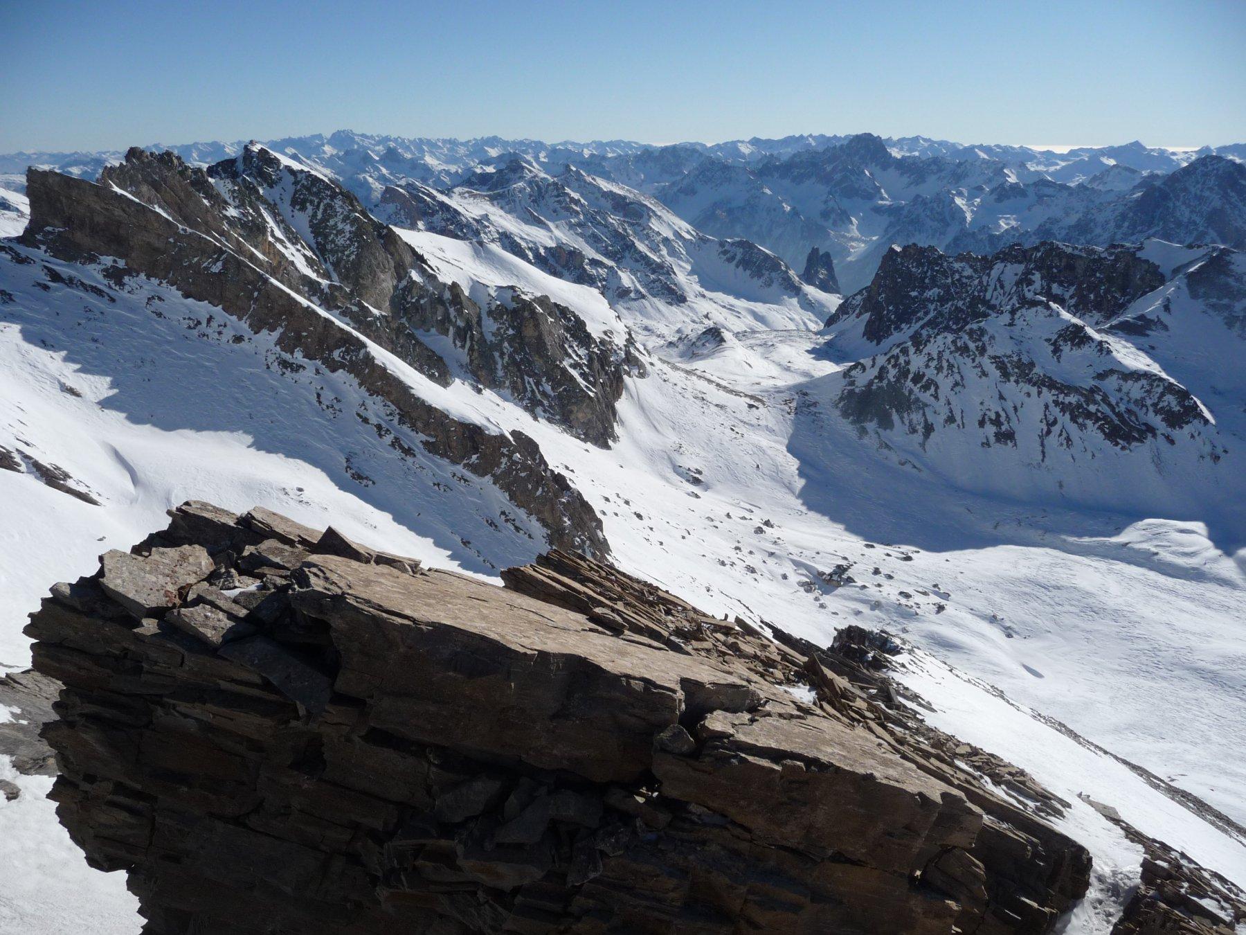 panorama verso la Val Maira dalla cima
