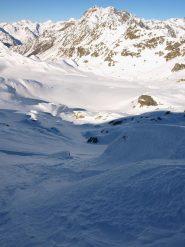 Da quota 2500 m la vallata del Torrente Loo e dietro Punta Cornaccio (2530 m)