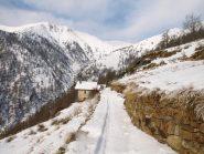 Traccia scialpinistica segna parte del percorso