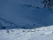 Nei pressi dell'Homattupass il vento e la scarsità di neve lasciano scoperte le fasce rocciose
