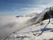 Vista a Sud da Colle Carisey, con mare di nuvole sulla pianura