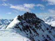 Vista della cresta dalla spalla nevosa