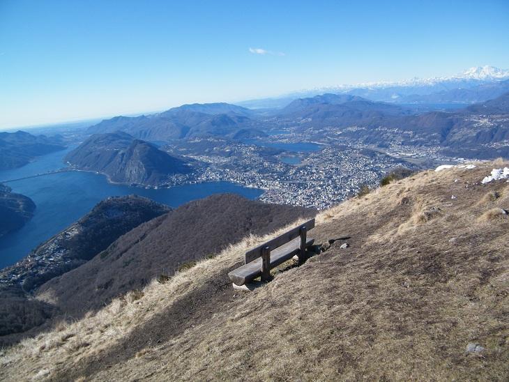 Panorama dalla vetta verso Lugano ed i laghi