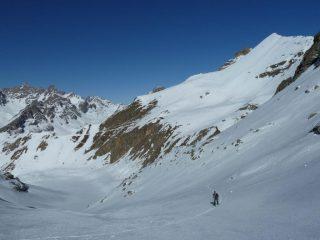 Salendo al passo Cervèt e alle spalle la quota m.2900 risalita successivamente