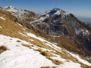 Panorama Nord-Est dalla cresta: a sinistra Monte Rosso (2374 m) e a destra Monte Mucrone (2335 m)