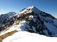 Colle Carisey (2142 m) e subito dietro Monte Bechit (2320 m)
