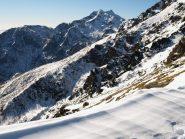 Vista dalla cresta, sullo sfondo Punta Tre Vescovi e Colma di Mombarone