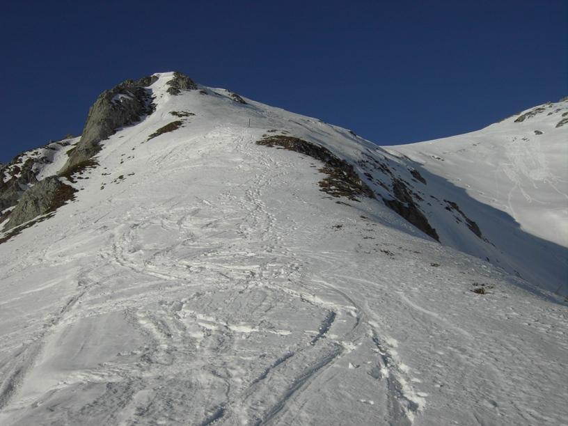 Dal colletto:inizio della parte rocciosa della cresta est.
