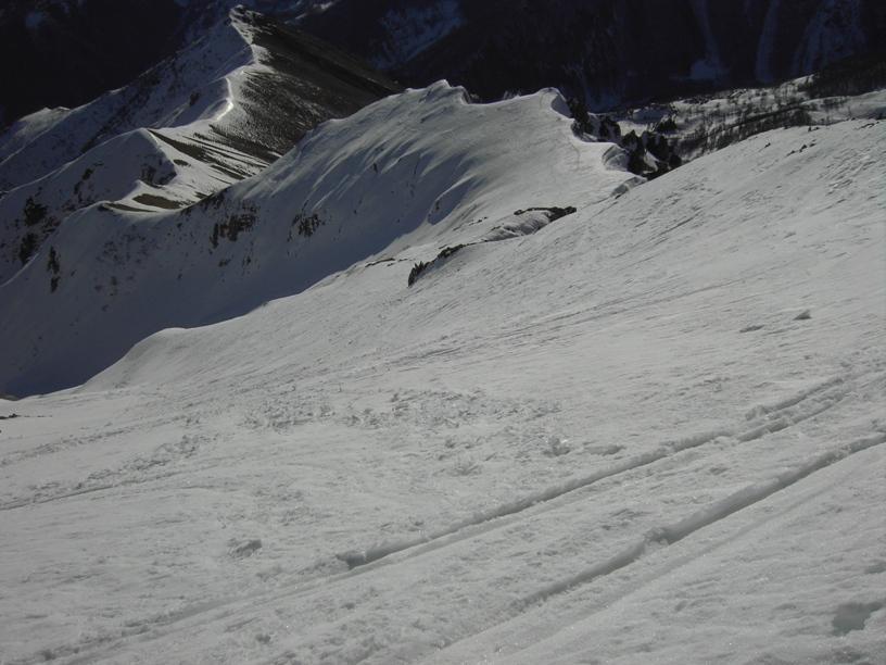 La parte di cresta percorsa a partire dal colletto in basso a sx.