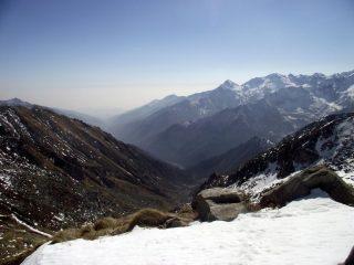 La Valle Cervo dal Rivetti. Si distingue molto bene il Cucco, il Tovo, Il Camino, la testa del Mucrone..