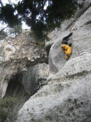 Jacopo nei pressi della grotta.