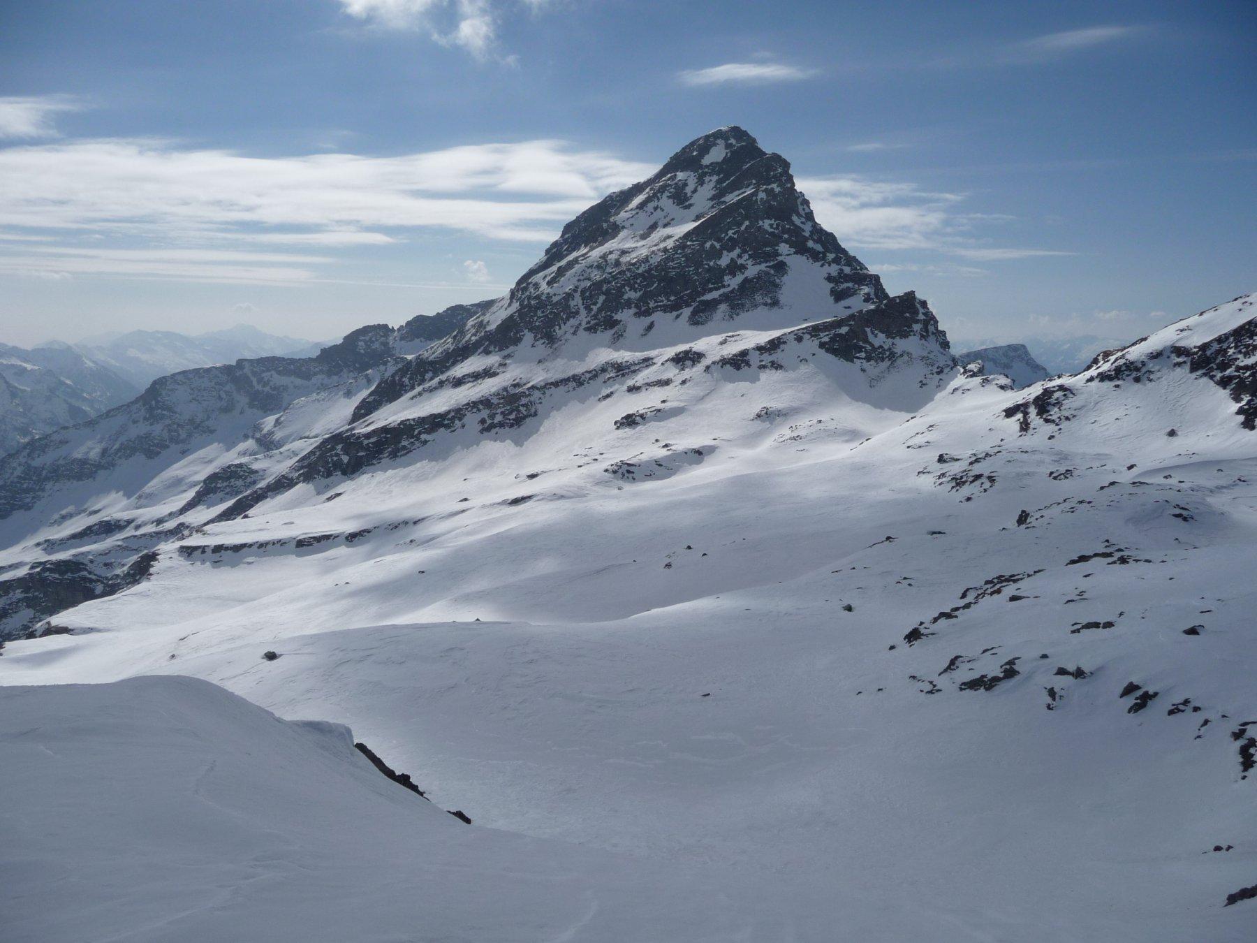 il versante N della Testa Grigia dai pendii superiori oltre il colle N