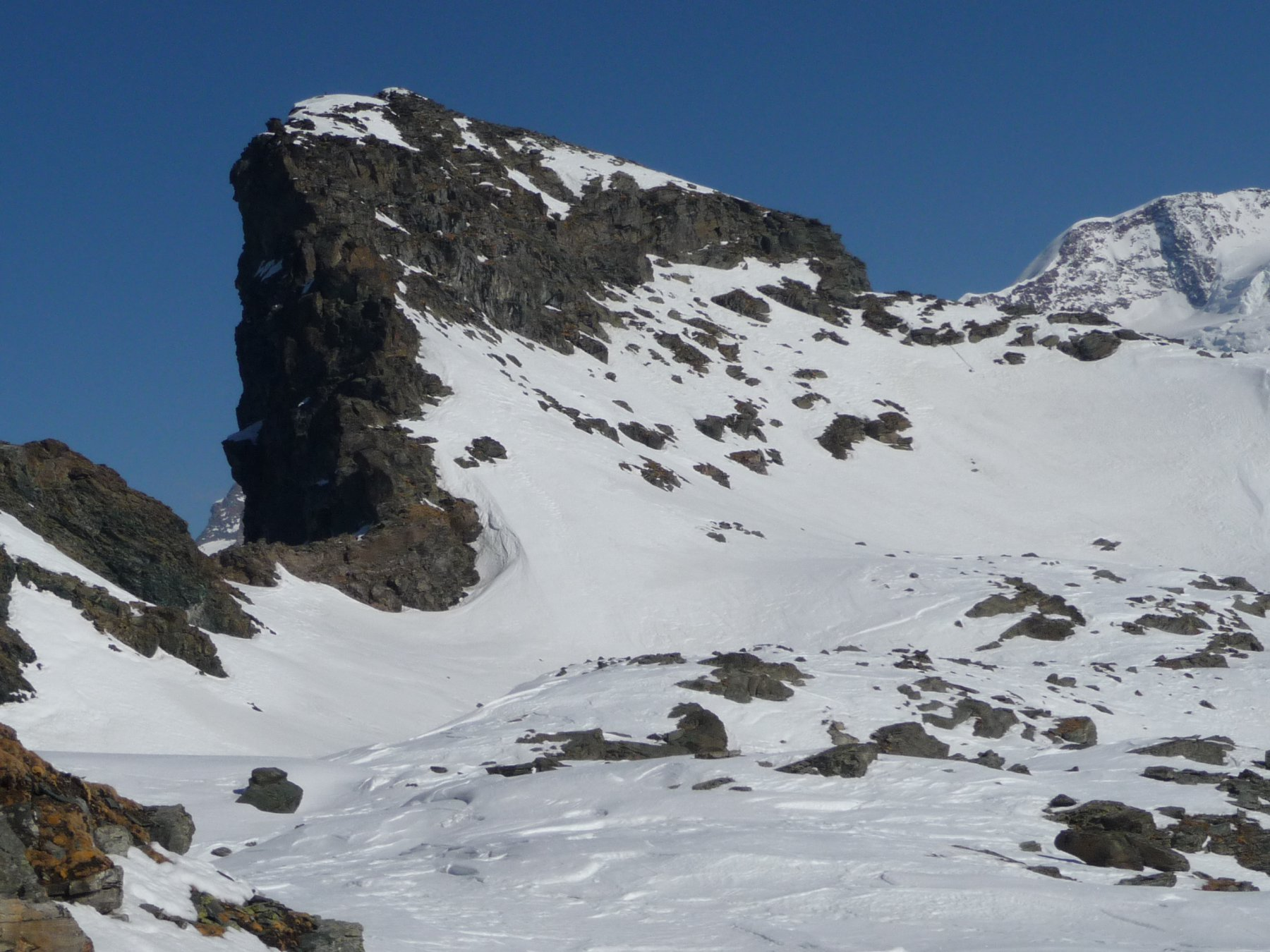 il Rothorn, a destra la cresta di accesso