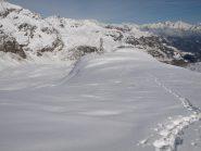 Vista del Monte Dondena vista dal pendio del Monte Rascias. Il puntino nero che segue la mia traccia è l'unico sciatore che ho visto