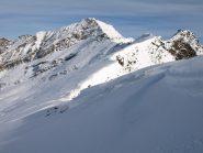 Cresta Sud-Ovest di Punta Asgelas: sullo sfondo Rosa dei Banchi (3163 m) e più a destra la vera cima dell'Asgelas (3021 m)