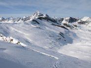 Vista Nord-Nord-Ovest da Punta Asgelas: al centro Bec Costazza (3092 m) e dietro Punta Tersiva (3513 m)