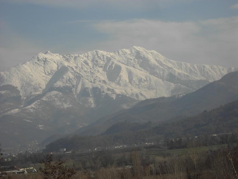 Lo sperone centrale visto da Via Vecchia di Cuneo.