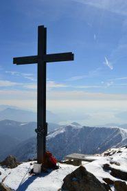croce di vetta e Lago Maggiore