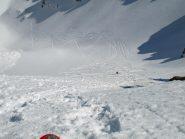 La discesa del secondo canalone, sopra il Lago Lungo, fatta scivolando seduti