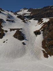 Il canalone sotto il Lago Lungo e dietro Corno Bussola (3023 m)