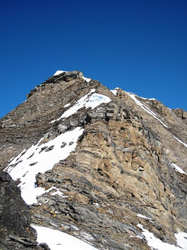 la parte iniziale della cresta, da qui sono visibili i passaggi obbligatori
