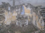Resti della chiesetta distrutta dalla valanga, a Frandin