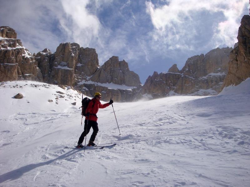 Corno Grande Vetta Occidentale Discesa per il Calderone ed il Vallone dei Ginepri 2012-03-18