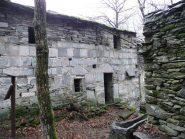 Casa forte di Pianit e vasca di pietra