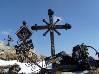 due croci su punta della croce