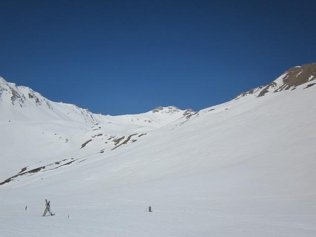 il bellissimo vallone di salita, al fondo la quota 3.092