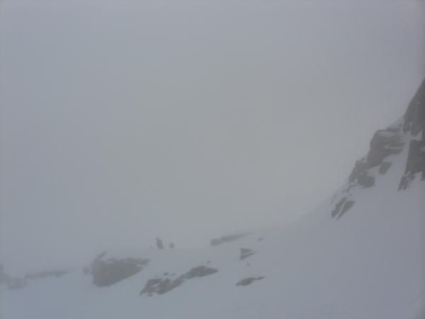 Il colle centrale con la nebbia