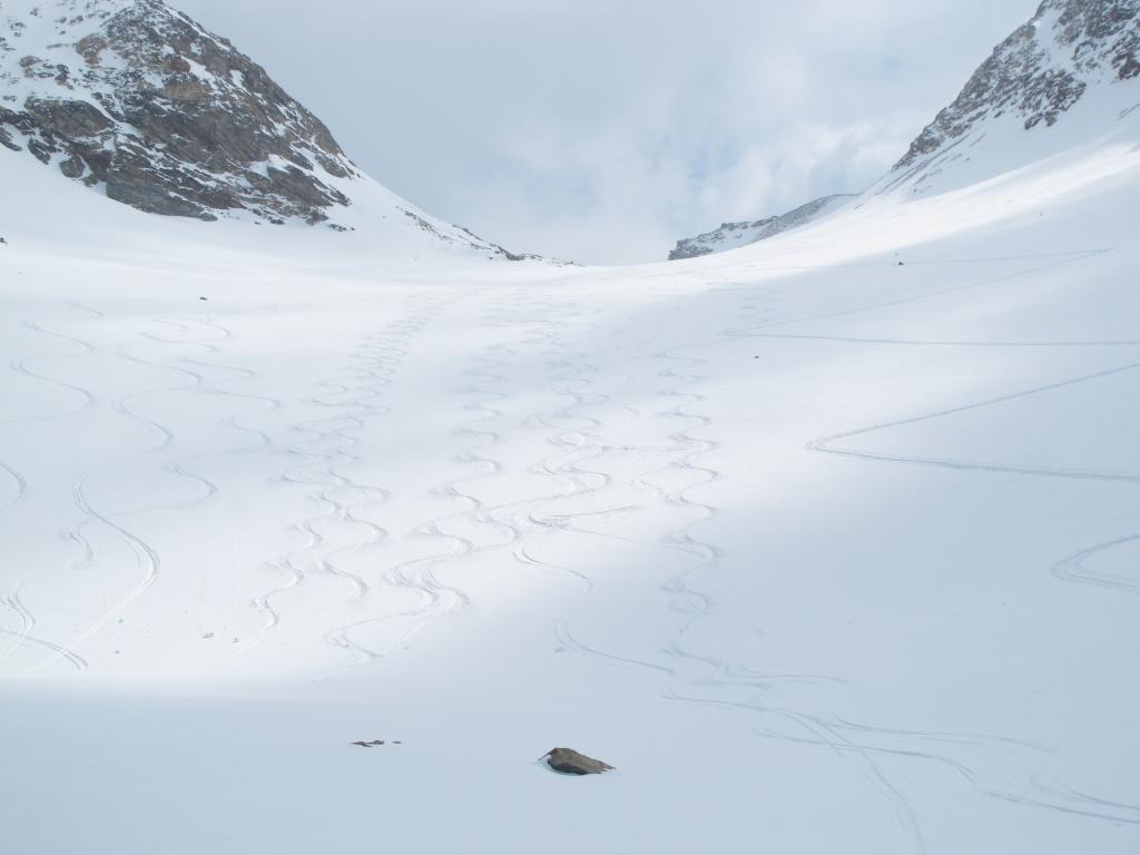 Le virgole nel vallone subito sotto il Colle (3.162 m)