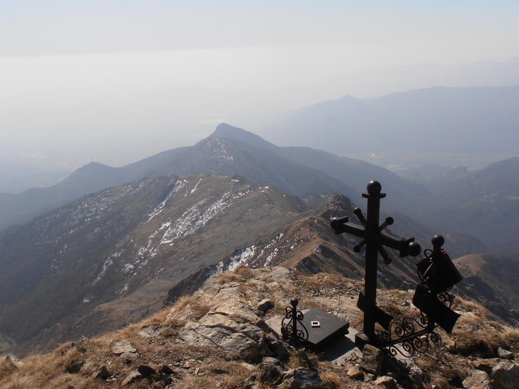 12 - dalla Punta della Croce si vede tutta la cresta percorsa