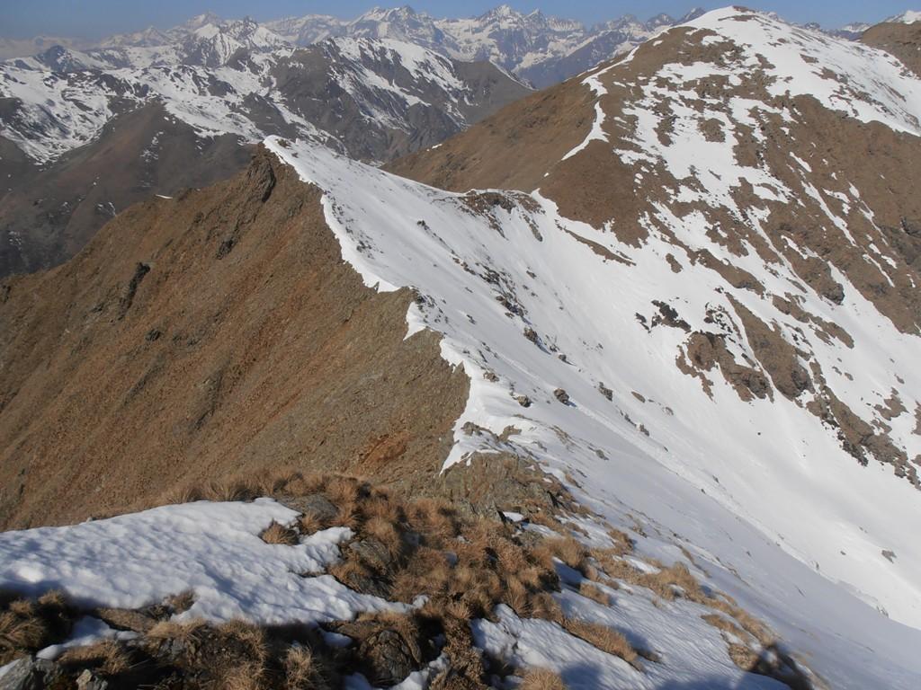 15 - il tratto da Punta delle Croce al Colletto del Civrari resta ancora impegnativo  - neve dura e pendii ripidi -