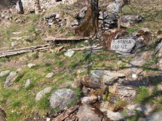 21 - Fontana Barale, a 45min di cammino in discesa da Combe, è l'unica fonte d'acqua presente sul percorso