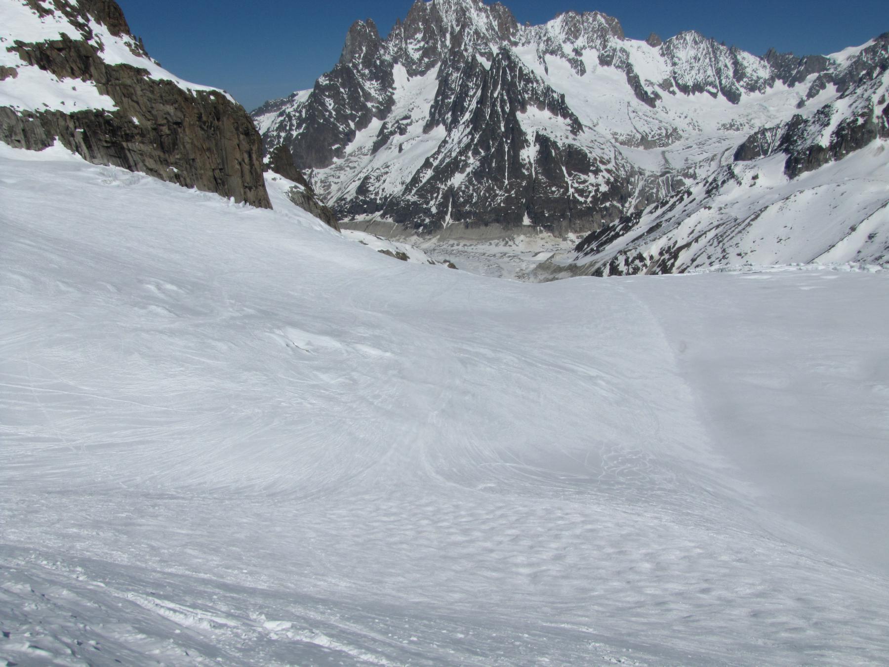 non c'è neve recente e il pendio è molto tracciato
