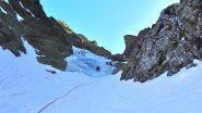 Michele su uno dei risalti di ghiaccio incontrati lungo il canale