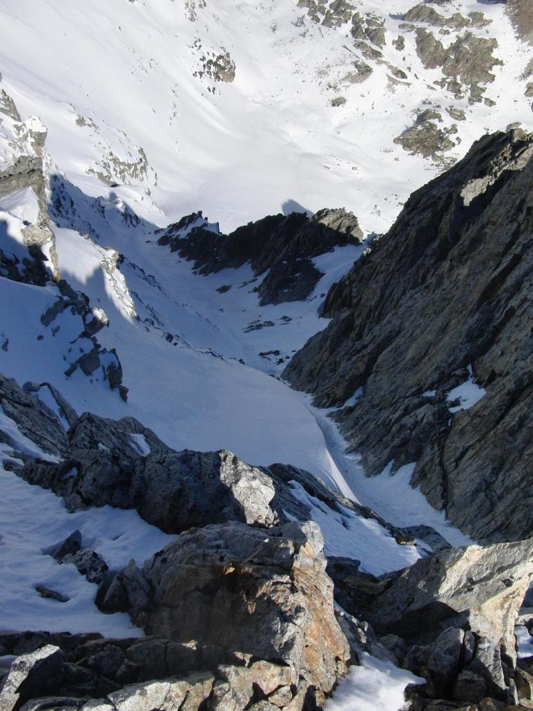 il couloir visto dalla cima rocciosa