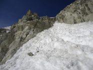 il tratto roccioso con la corda fissa
