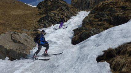 Derapando nel canalino che porta al ripiano dell'alpe Bonalè